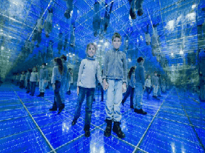 The Mirror Maze - Modhesh World Dubai